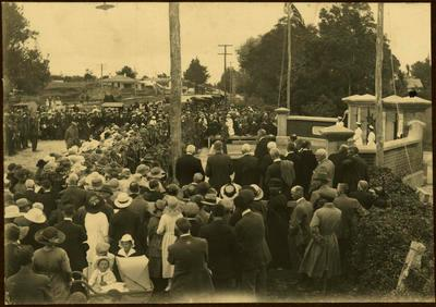 Print, Photographic, Opening of WW1 Memorial Gates, Tauranga Domain
