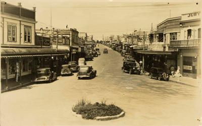 Print, Photographic, Looking up Devonport Road from The Triangle, Tauranga