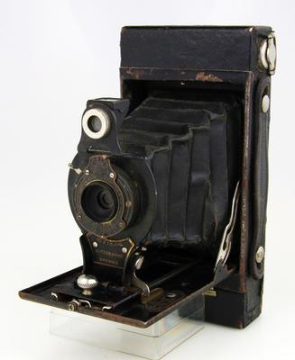 Camera, No 2 Folding Autographic Brownie