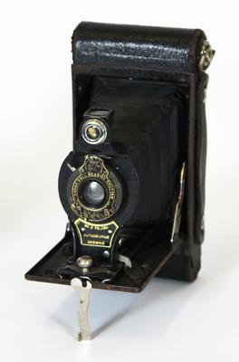 Camera, No.2 Folding Autographic Brownie