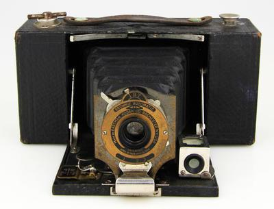 Camera, No.2 Folding Pocket Brownie Automatic Model B