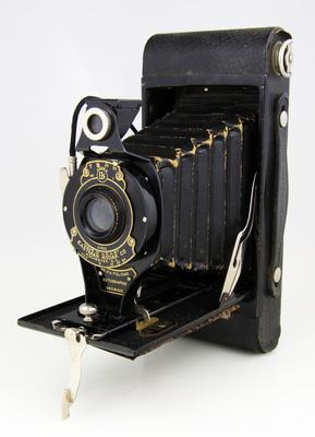 Camera, No 2A Folding Autographic Brownie