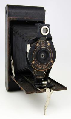 Camera, No 2A Folding Autographic Brownie