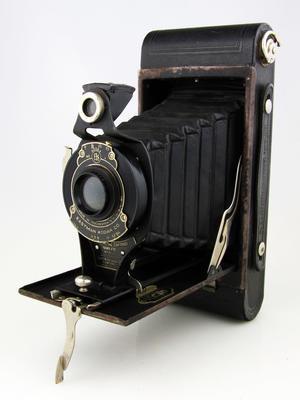 Camera, No.2A Folding Cartridge Hawkeye Model B
