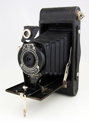 Camera, No 2A Folding Cartridge Hawkeye Model B