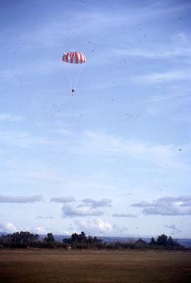 Slide, Parachutist, Tauranga Airport