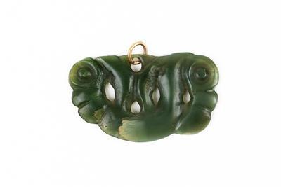 Pekapeka (Pounamu pendant)