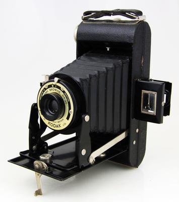 Camera, Folding Brownie Six-20, Model FB.2